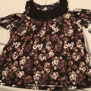 NWT COLD SHOULDER, PERFECT flowy top